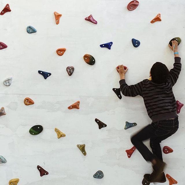 climbing wall recycled plastic johe bruneau artisan plasticien